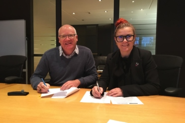 Wanaka and Queenstown Chambers sign agreement for closer ties